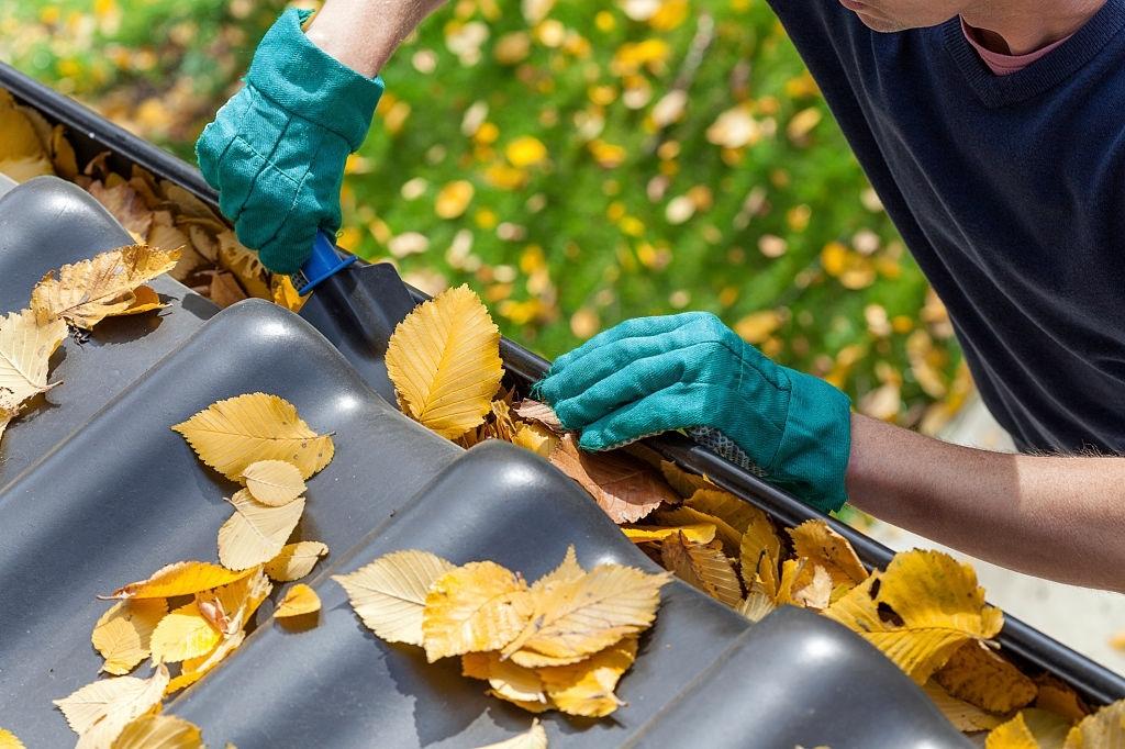 Gutter Cleaning Belle Oak Villas